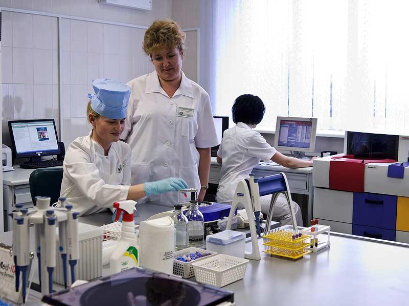 تحتل بيلاروس المرتبة الثالثة في العالم بعدد الأخصائيين في المجال الطبي. صور: أليكسي إيساتشينكو (interfax.by)