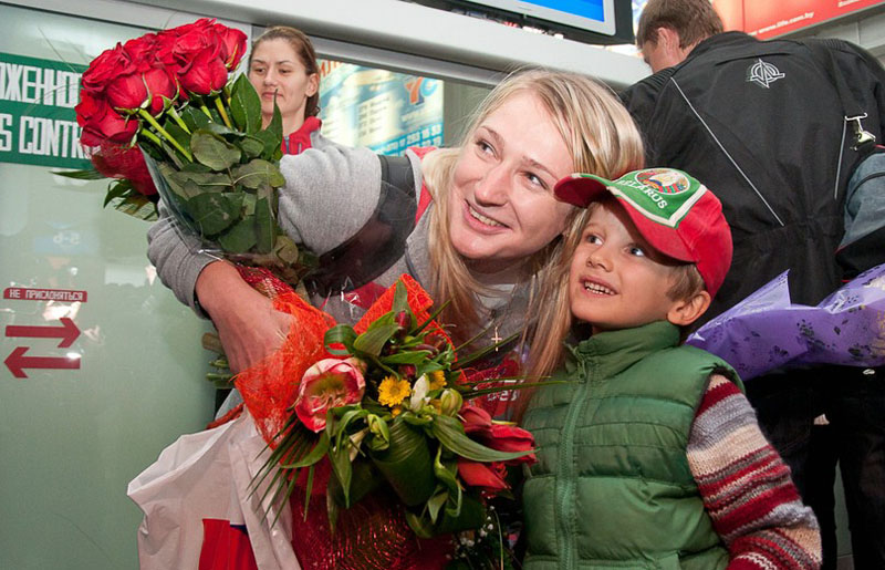 Greeting the women's national basketball team of Belarus at the airport. Photo: interfax.by.